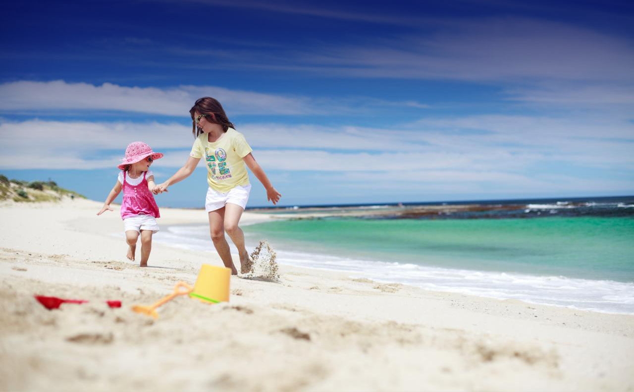 The-perfect-beach-setting-for-some-family-fun1